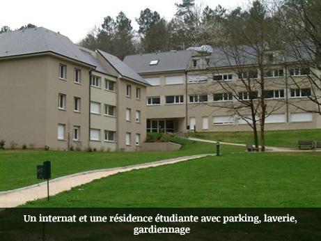 Un_internat_et_une_résidence