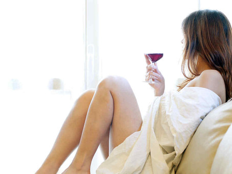 """Estudio revela que tomar """"una copa de vino al día"""" NO es saludable"""