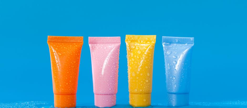 Quais tipos de plásticos estão presentes nas embalagens de cosméticos?