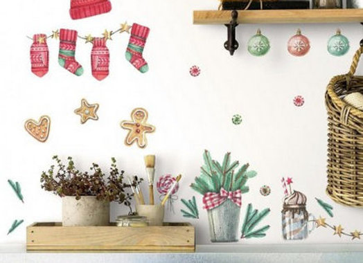 Roommates Classic Christmas Peel and Stick Wall Decals