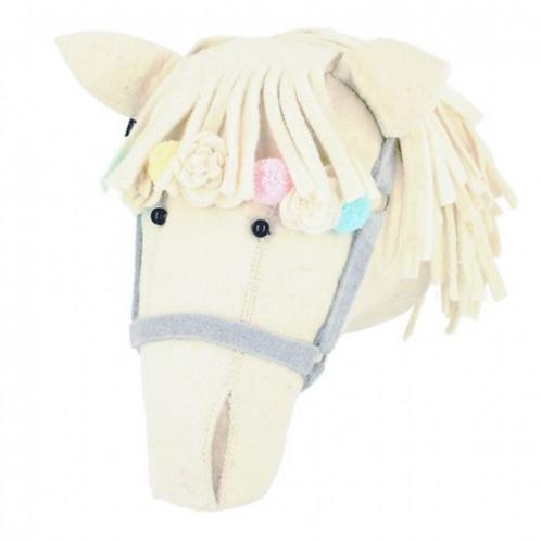 Cabeza caballo con bridas color crudo y tonos pastel