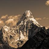 Ama Dablam (6,812 M)