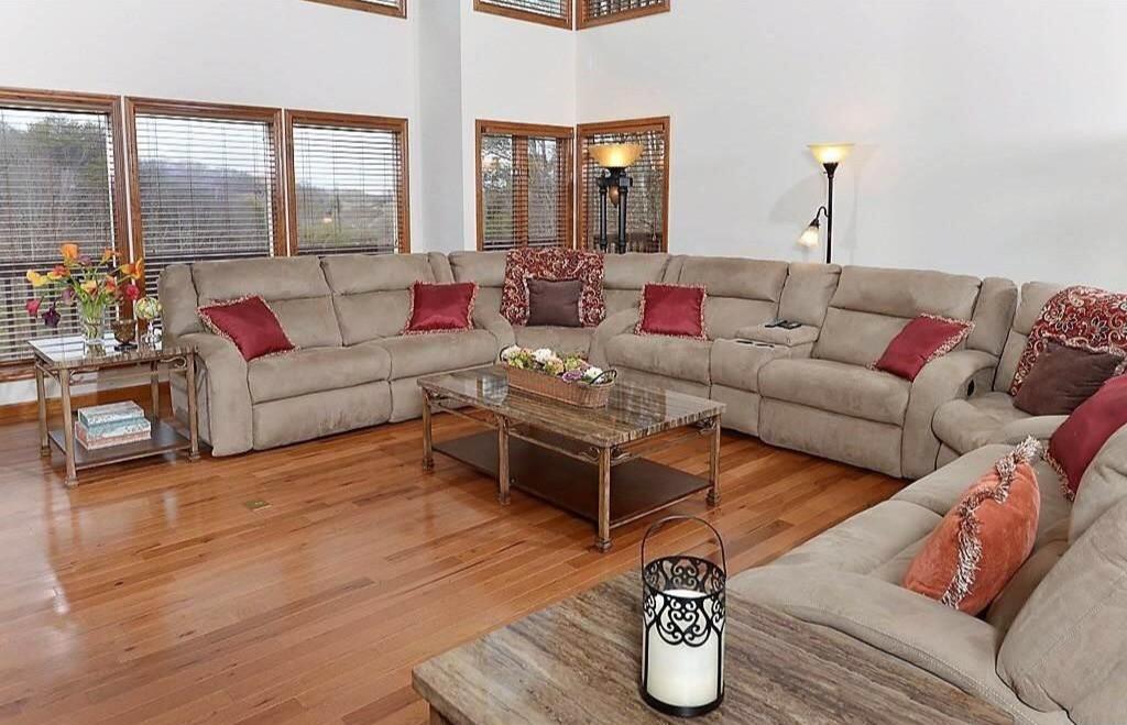 Smokey Mountain Luxury - Pigeon Forge Vacation House Rental