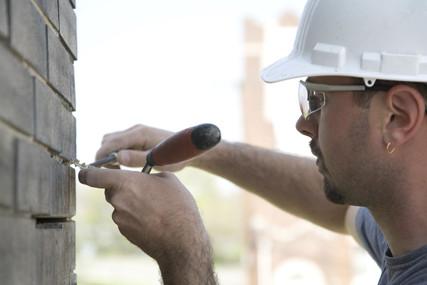 tuckpointing masonry brick (8).jpg
