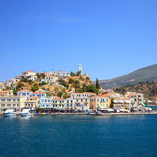 the_waterfront_in_the_town_of_poros.jpg