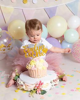 cake smash first Birthday phoshoot Crowb