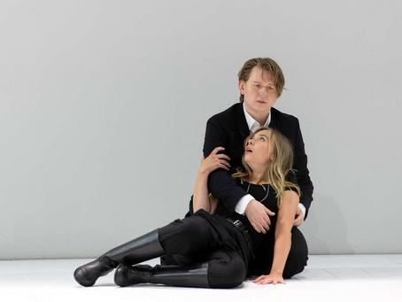 Elsa Dreisig & Bogdan Volkov in Così fan tutte at the Salzburg Festival
