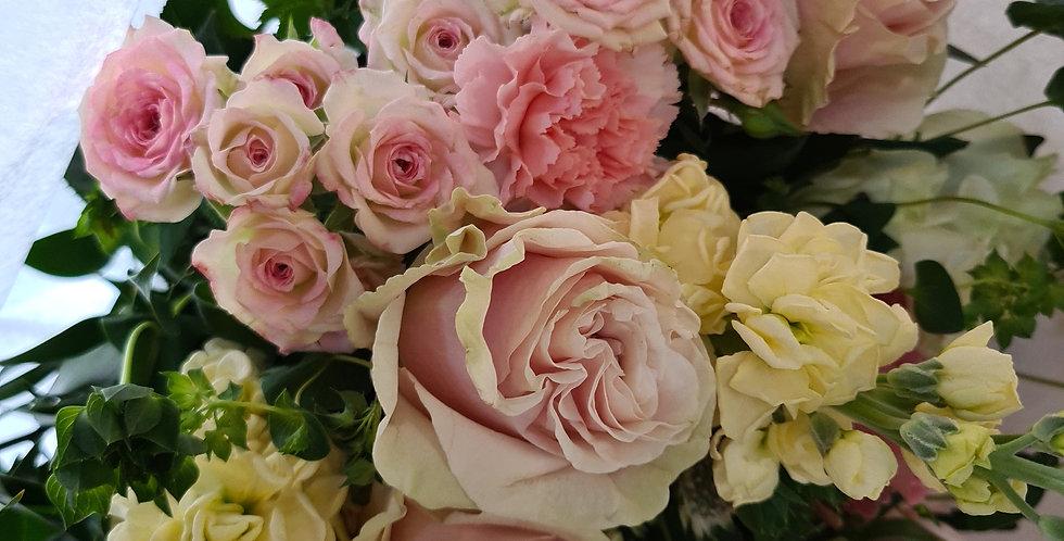 Bouquet toni del rosa, bianco e panna
