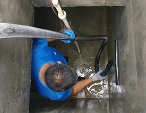 under ground water tank cleanning.jpg