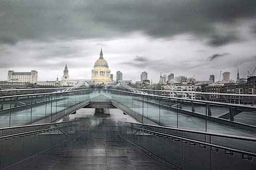 MILLENNIUM BRIDGE & ST PAULS, LONDON