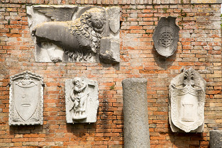 A wall in Torcello.jpg