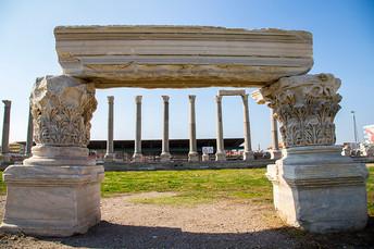 Columns and ruins in Agora of Smyrna.jpg