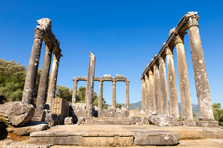 Temple of Zeus at Euromos.jpg