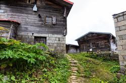 Hazindak-yaylasındaki-evler