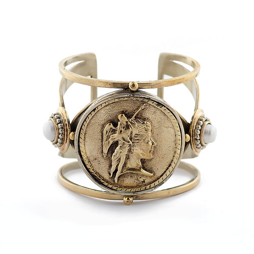 Dama with sword and pearl Bracelet