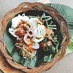 INDONESIAN SALAD IN PEANUT SAUCE