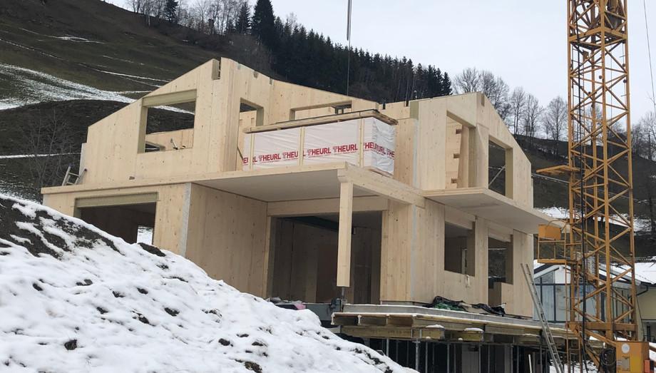 Montage Wohnhaus mit Massiv-Holz-Mauer®