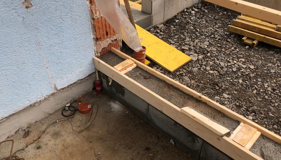 Vorbereitung Schwellen Massiv-Holz-Mauer®