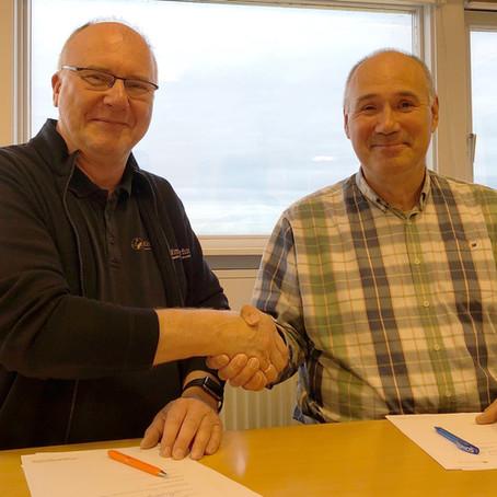 Mittarfeqarfiit og Nukik.IT underskriver ny kontrakt og indgår yderligere samarbejde.