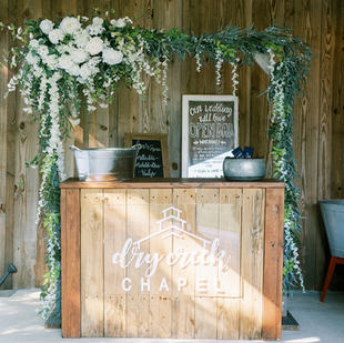 Alcohol/Outdoor bar with square arbor