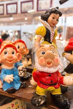 snow-white-seven-dwarfs-gnome-doc-dopey-