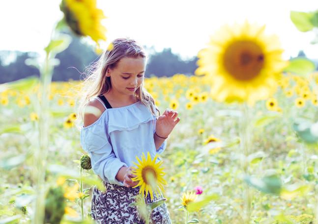 Mädchen Sonnenblumenfeld Nordhausen II