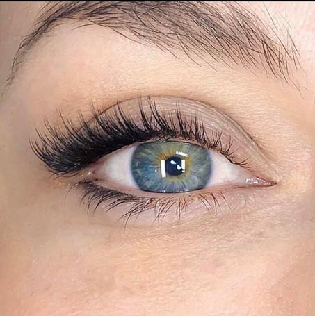 Hyubrid eyelash extensions