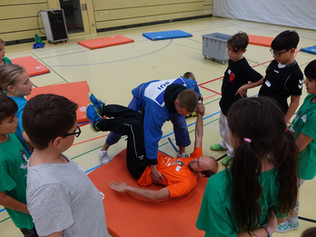 Nippon Basel am Fit-4-Future Camp