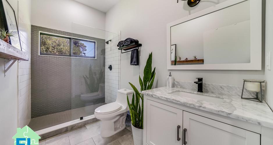 Modular home Florida Guest bath.jpg