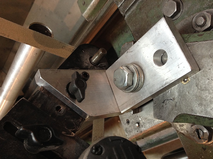 Tool post mounting bracket