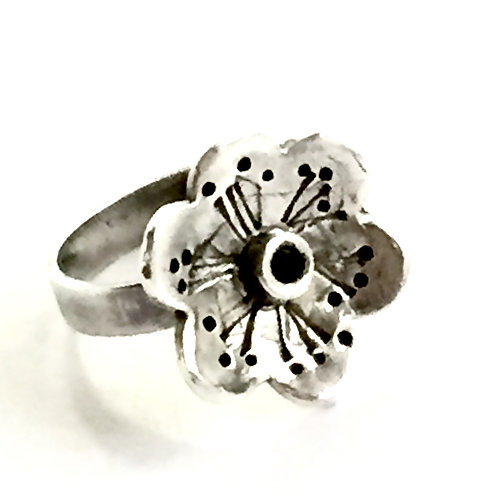 """Flowery"" Ring in sterling silver and sapphire  Size L"