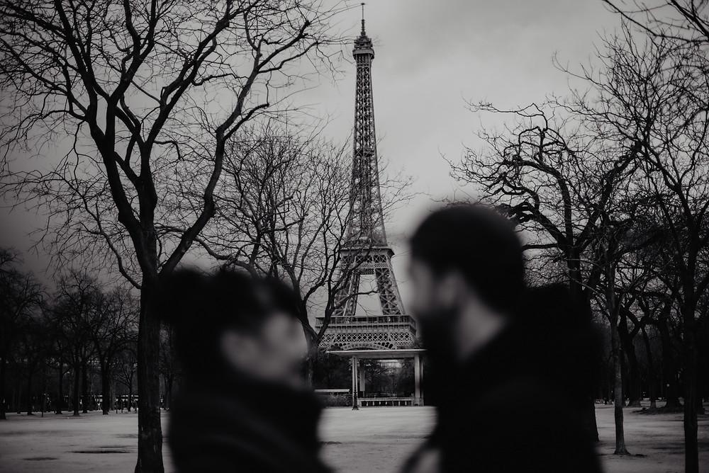 Eiffelturm Paarshooting Fotograf
