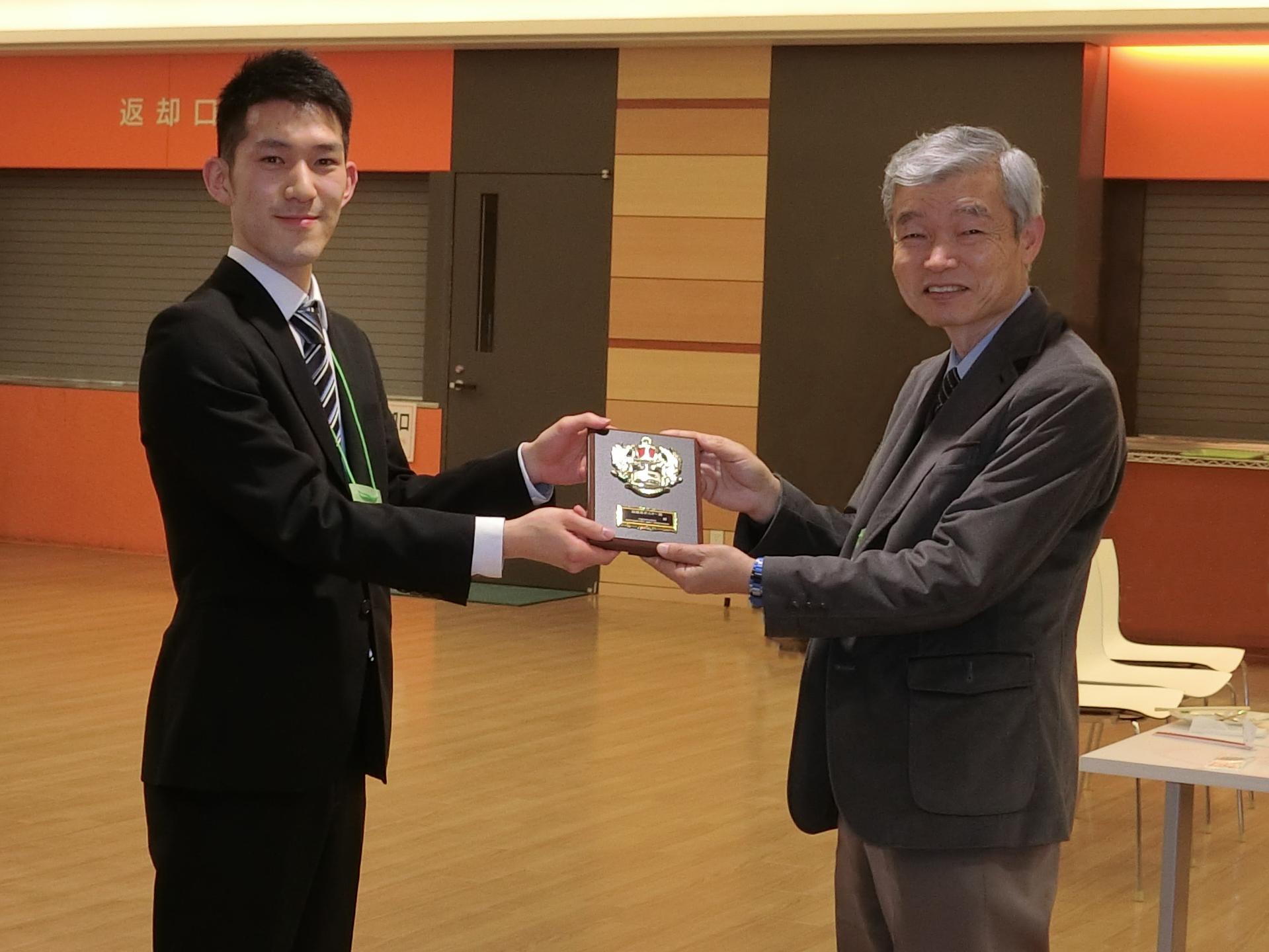 4年生の鈴木雄太君が最優秀ポスター賞を受賞しました