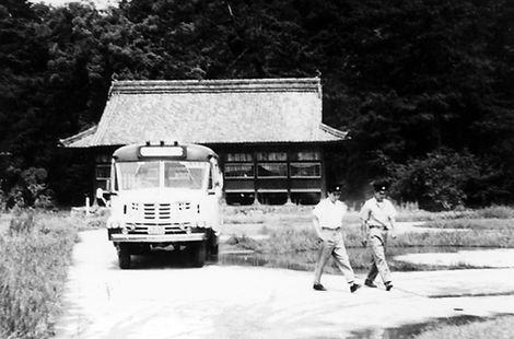 048 ボンネットバス(染羽) .jpg