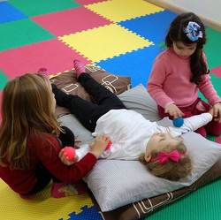 Massagem para aprender música_ Isso mesmo! E de bônus ganhar um carinho inestimável das amigas