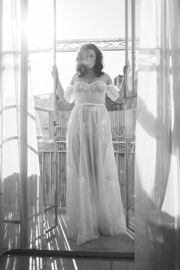 שמלת כלה מידות גדולות עם שרוול נופל