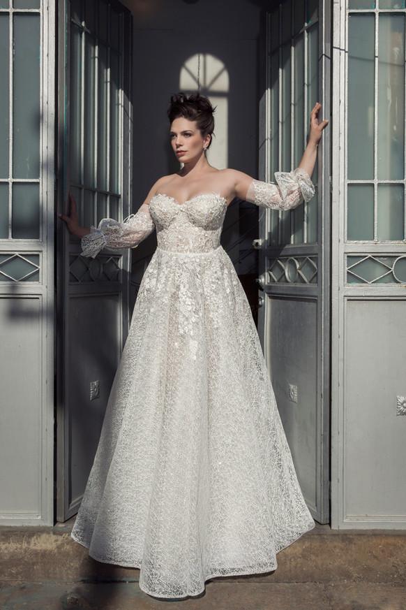 שמלת כלה מידות גדולות שרוולים נפוחים ומחוך