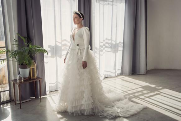 שמלת כלה מידות גדולות עם נפח ושרוולים ארוכים
