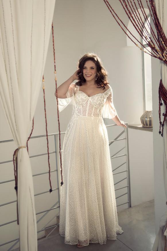 שמלת כלה מחוך נוצצת עם שרוולים מידות גדולות