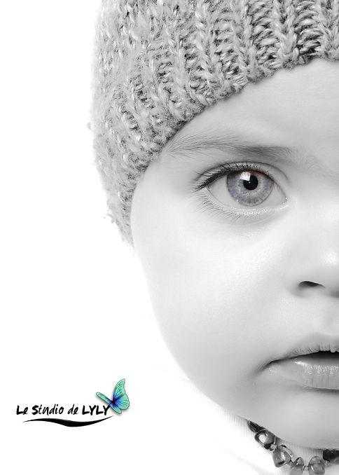 Portrait noir et blanc bébé