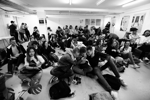 Sofar crowd
