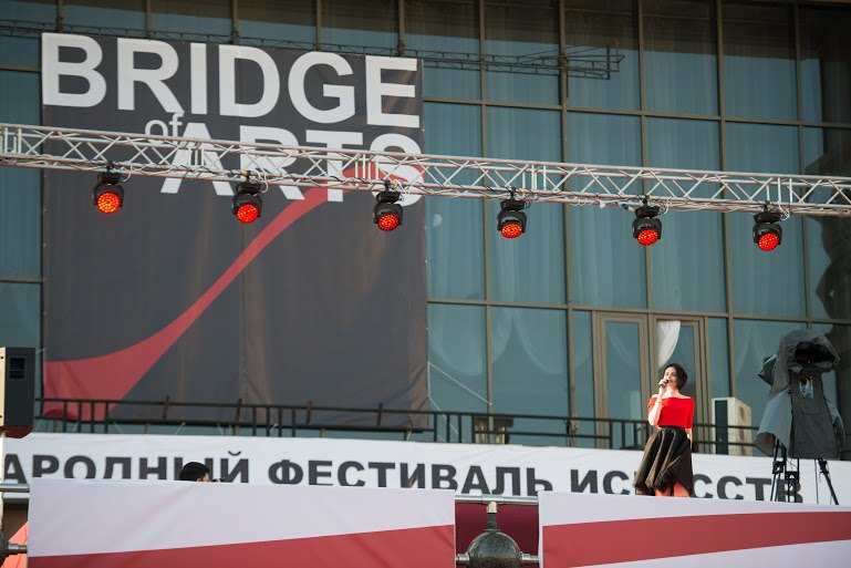 bridgeofarts2.jpg