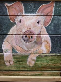 Miss Piggy op tuinhout