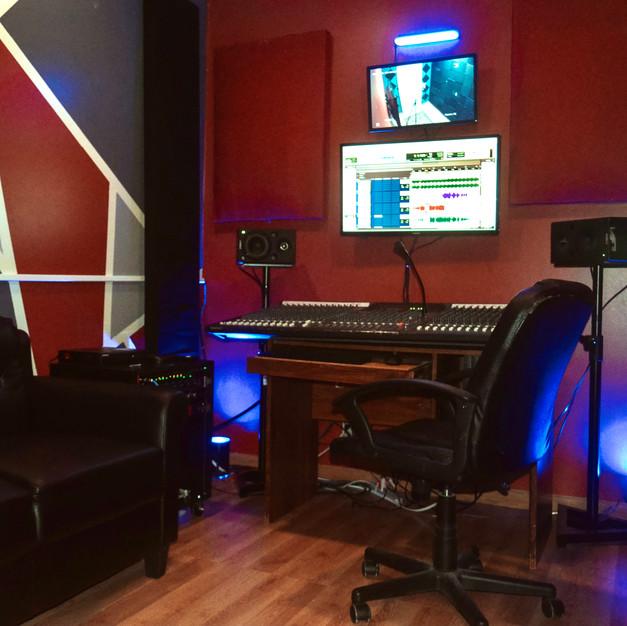 Studio B - Control Room 2