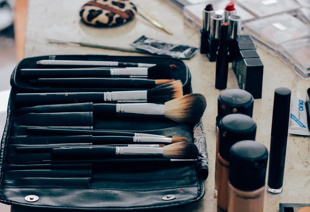 make-up brush make-up application