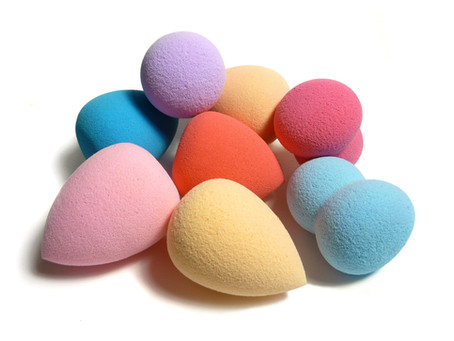 Fingers vs. Sponges vs. Brushes: The Pros and Cons of each applicator