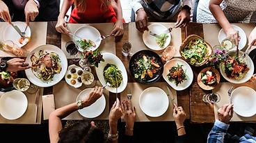 Rencontres amicales autour d'un repas toc & and miam partage amitié délicieux
