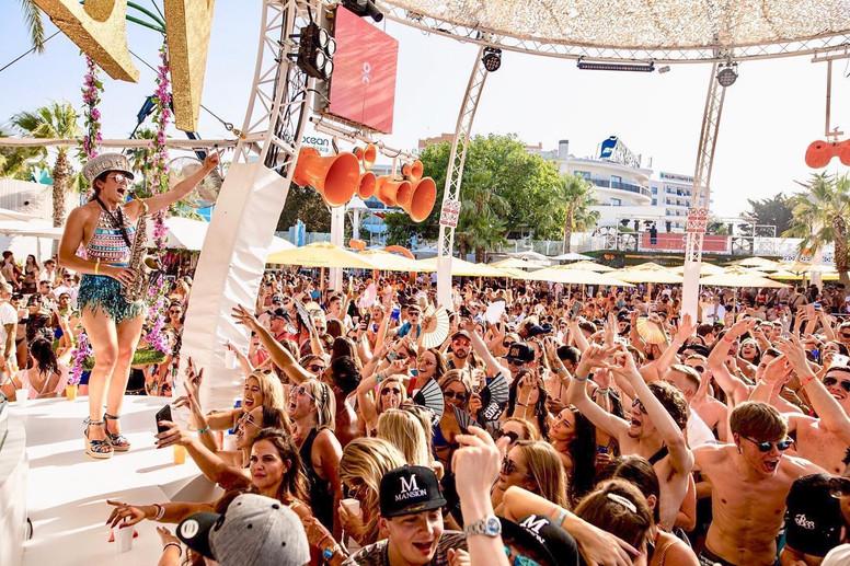Ellie Sax O Beach Ibiza