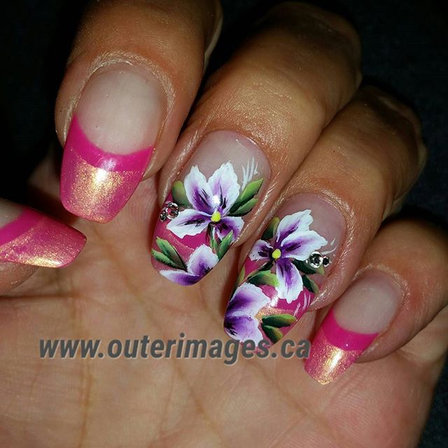 Finally added some flowers 😉_#outerimages #gelnails #nailartoohlala #nailswag #nailart #onestroke #
