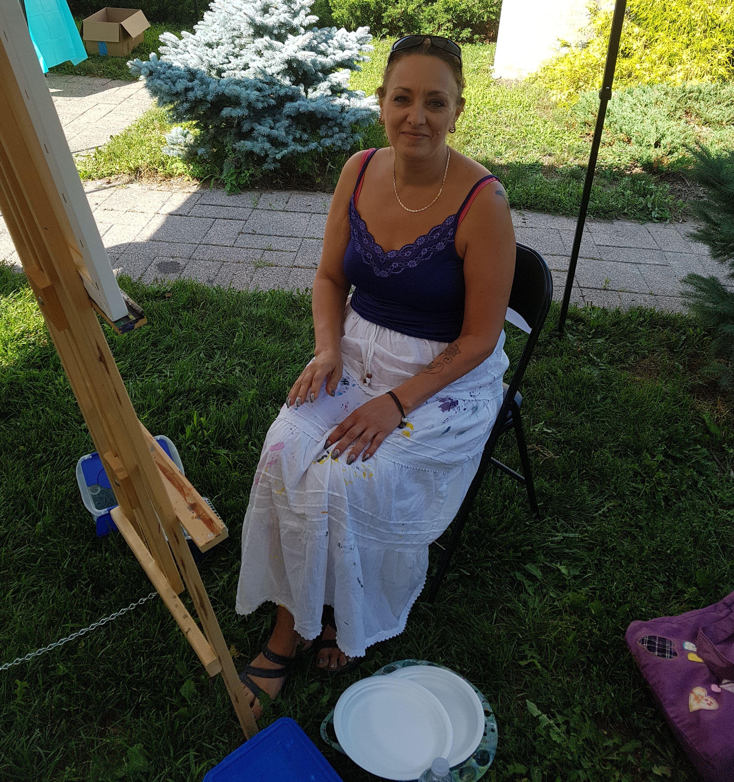 Enjoying a beautiful day painting 😆